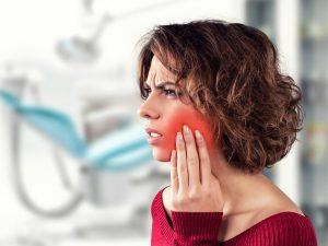 Smerte i tyggemuskler ved parafunksjon kan avhjelpes med hard bittskinne.