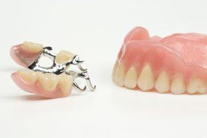 Varianter av protese eller gebiss.